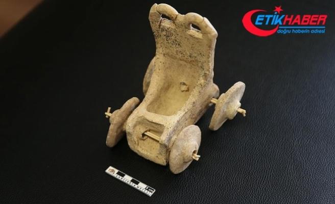 5 bin yıllık oyuncak at arabası bulundu
