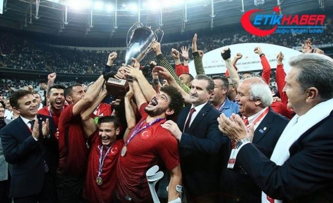 Bakan Osman Aşkın Bak'tan ödül açıklaması