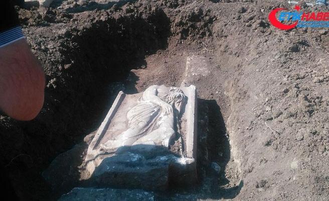 Bursa'daki kaçak kazıda 2 bin yıllık mezar steli bulundu