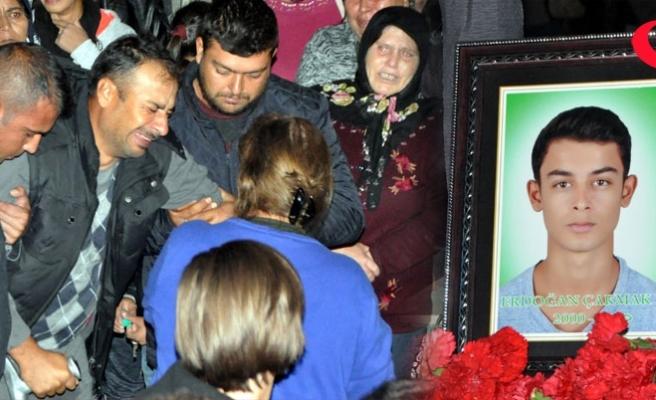 Cenazesinde gözyaşları, feryatlara karıştı