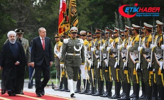 Cumhurbaşkanı Erdoğan, İran Cumhurbaşkanı Ruhani tarafından resmi törenle karşılandı