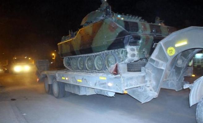 Irak sınırına zırhlı araç sevkıyatı