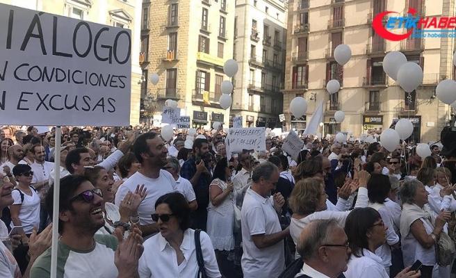 Katalonya krizine karşı 'Konuşalım' eylemi