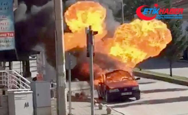 Kırmızı ışıkta bekleyen otomobilin LPG tankı patladı