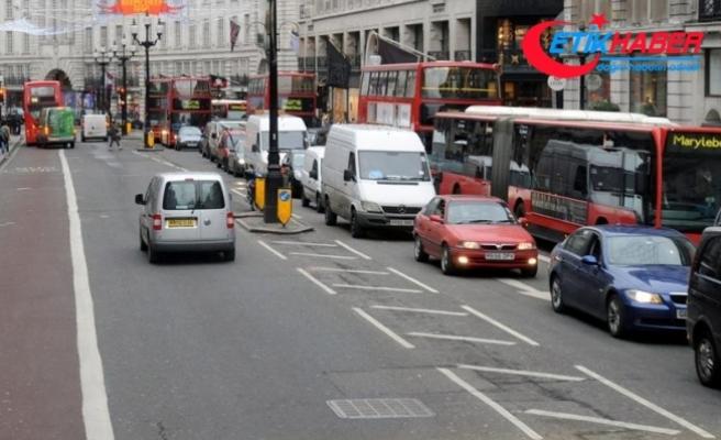 Londra'daki eski araçlara 'trafik sıkışıklığı' ücreti