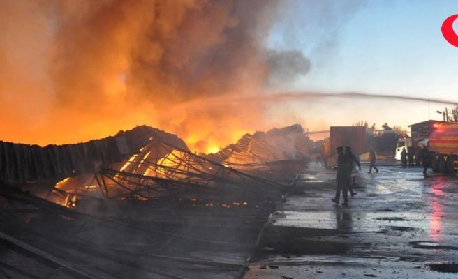 Sebze halinde yangın!.. 18 depo kül oldu!