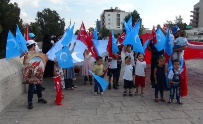 Uygur Türkleri, Doğu Türkistan'daki şiddeti protesto etti