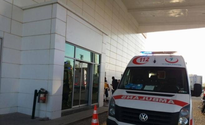 Afyonkarahisar'da öğrenci servisi otomobile çarptı: 8 yaralı