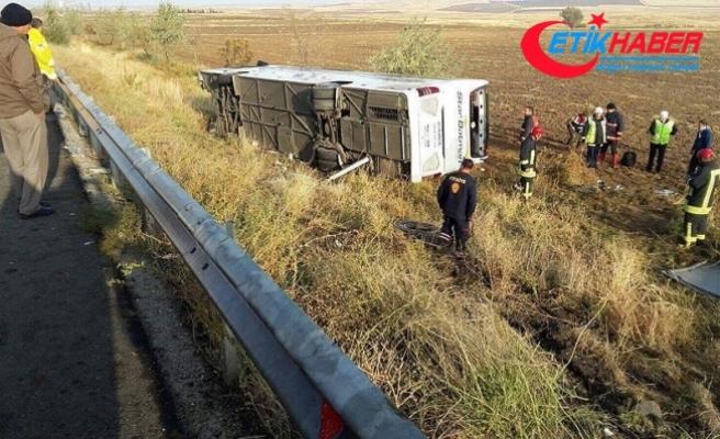 Ankara'da yolcu otobüsü devrildi: 3 ölü, 19 yaralı