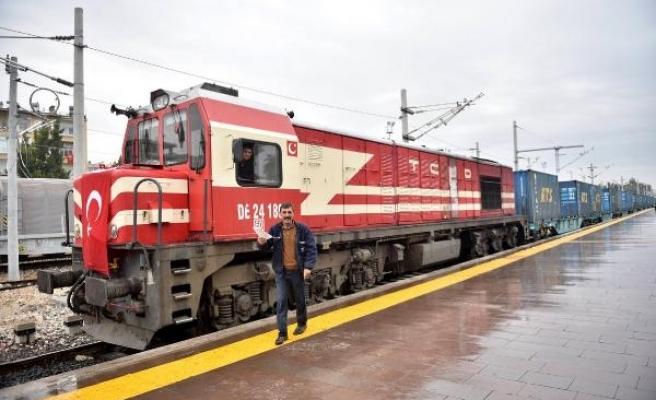 Bakü-Tiflis-Kars treni Mersin'e 10 saat önce geldi