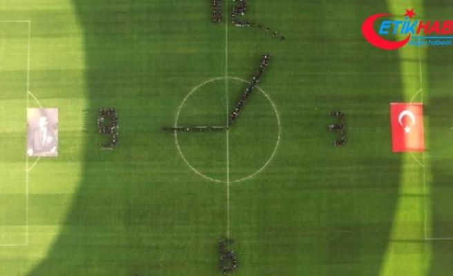 Beşiktaş, Atatürk'ü Saat Koreografisiyle Andı