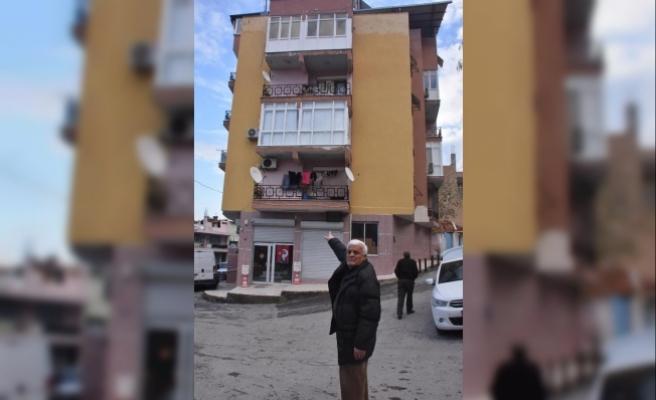 Dolandırıcılar, emekli işçiye 5 katlı apartmanını sattırdı