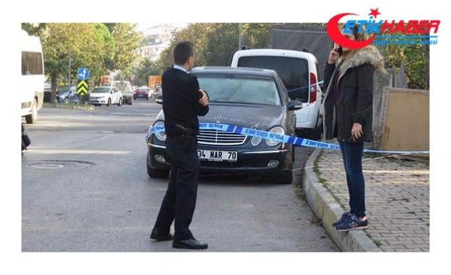 Kadıköy'de lüks otomobilde başından vurulmuş halde bulundu