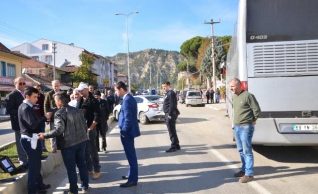 Kaza yapan otobüsteki 127 kaçak yakalandı