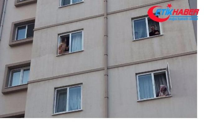Sevgilisini bıçaklayan kadın, çıplak çıktığı pencerede intihara kalkıştı