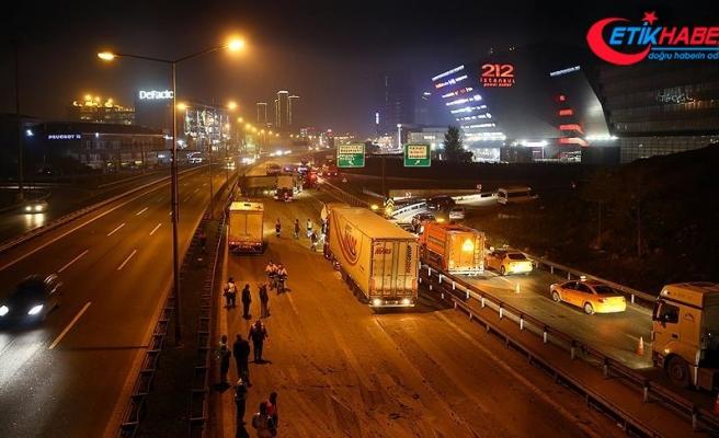 TEM Otoyolu'nda zincirleme trafik kazası: 3 yaralı