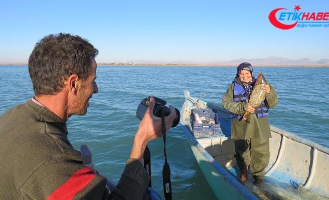 Türkiye'nin en büyük tatlı su gölünün fotoğraf tutkunu balıkçısı