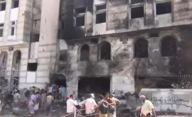 Yemen'de askeri üsse intihar saldırısı