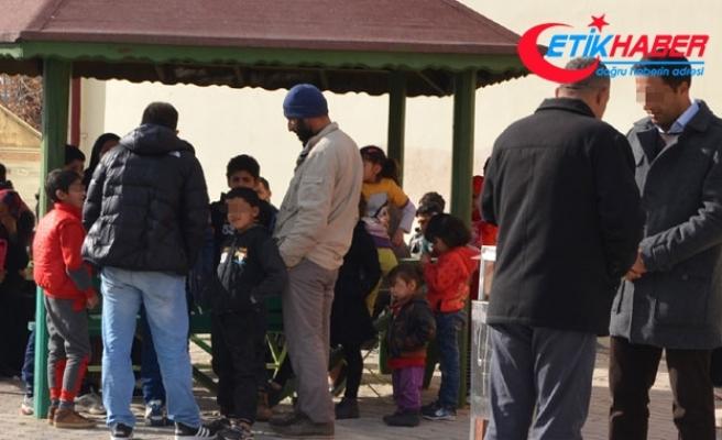 43 Iraklı, 14 kişilik minibüsle Ankara'ya giderken yakalandı