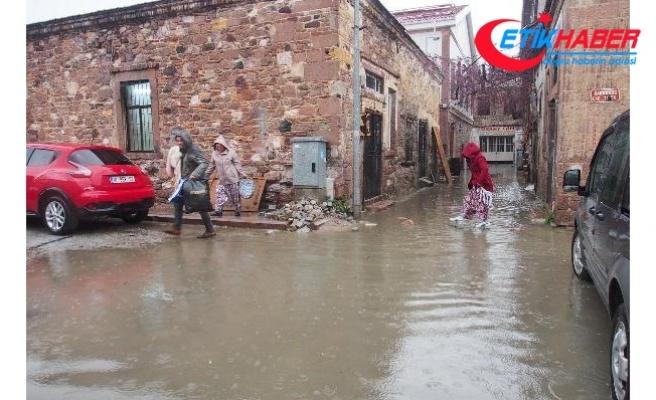 Ayvalık'ta 12 saatte metrekareye 41,7 kilo yağış düştü