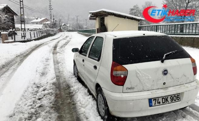 Bartın'ın yükseklerine kar yağdı