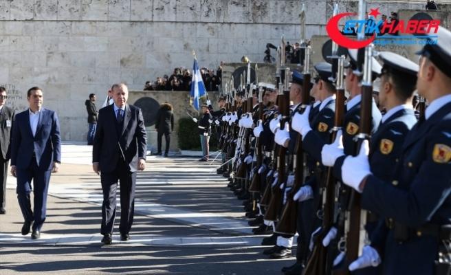 Cumhurbaşkanı Erdoğan, Yunanistan Cumhurbaşkanı Pavlopulos tarafından resmi törenle karşılandı
