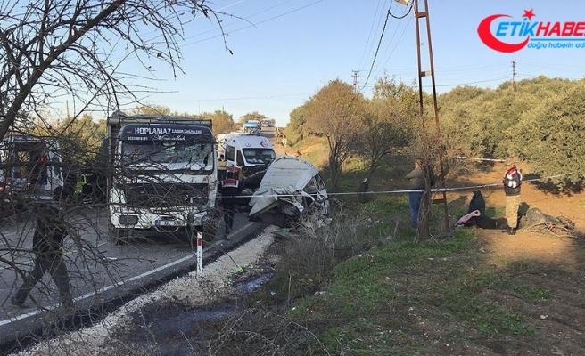 Hatay'da minibüs ile kamyon çarpıştı: Çok sayıda ölü ve yaralı var