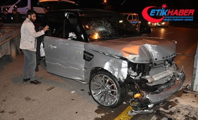Otomobille çarpışan cipteki iki kişi kaçtı