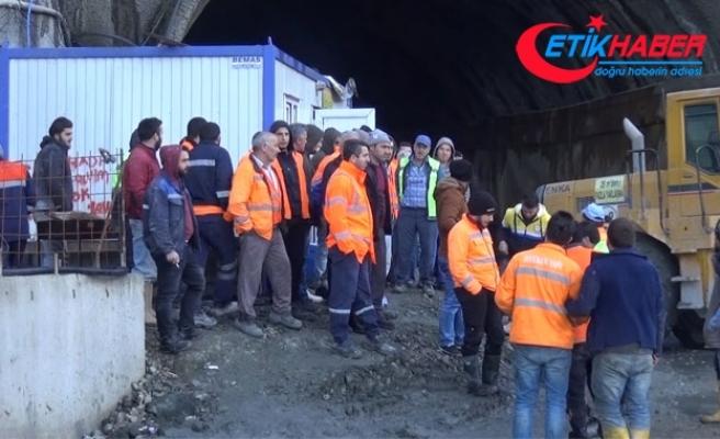 Rize'de Salarha Tüneli inşaatı çalışanları iş bıraktı