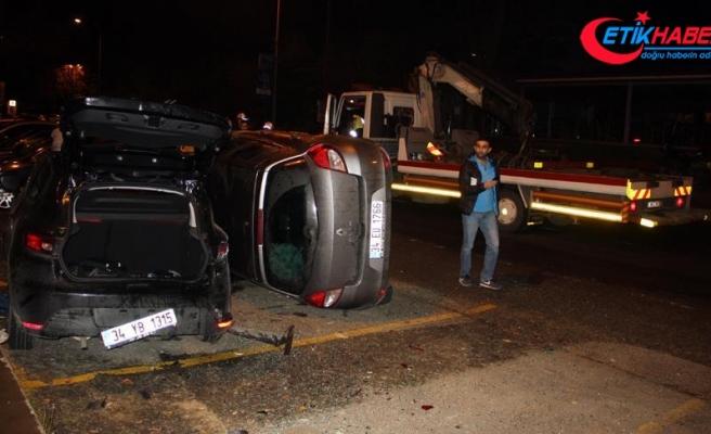 Takla atan otomobil park halindeki otomobilin üzerine düştü