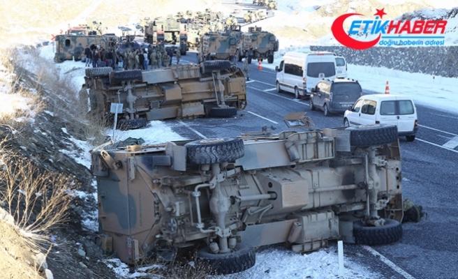 Van'da askeri konvoyda kaza: 15 asker hafif yaralandı