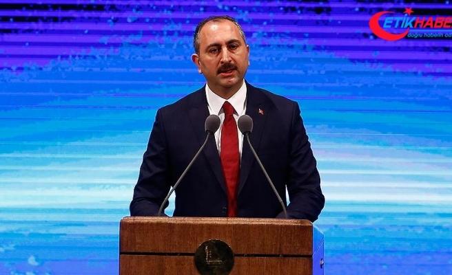 Adalet Bakanı Gül: Çok büyük destan yazıldı