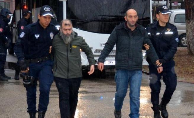 DEAŞ'lı teröristin ailesinin evine operasyon