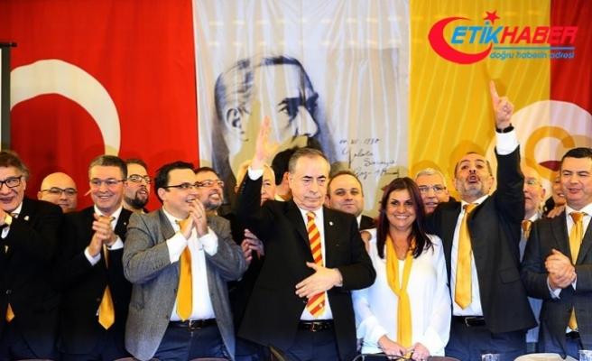 Galatasaray'da yeni yönetim mazbatasını aldı