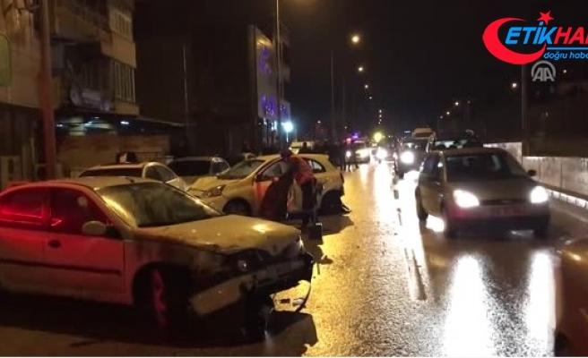Kaza Yapan Otomobil Savrularak Park Halindeki 7 Araca Çarptı