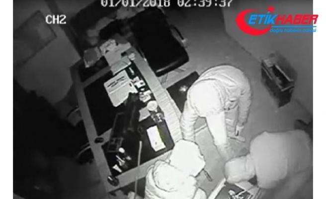 Maskeli 4 kişi işyerini böyle soydu