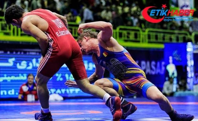 Milli güreşçi Ekrem Öztürk, İran'dan altın madalyayla döndü