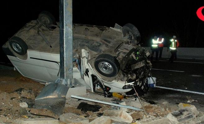 Minibüsle otomobil çarpıştı: İkiz kardeşler öldü, 6 kişi yaralandı