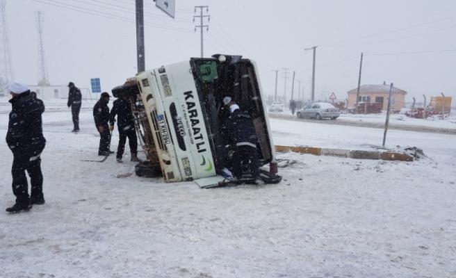 Niğde'de yolcu midibüsü devrildi: 7 yaralı