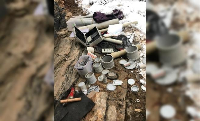 PKK sığınağında patlayıcı yapımında kullanılan malzemeler ele geçti