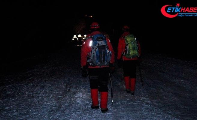 Uludağ'da mahsur kalan 3 kişiyi kurtarma çalışmaları tekrar başladı