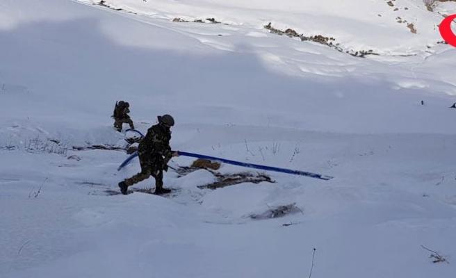 Van'da PKK'lıların su hattı çektiği 5 sığınak bulundu