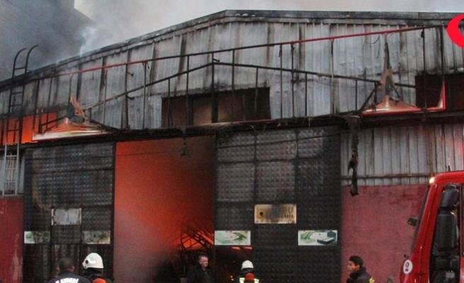 Yatak ve baza imalathanesi yandı