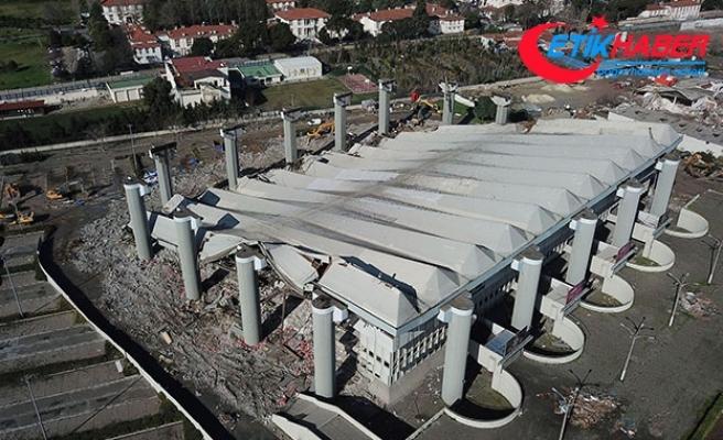 Abdi İpekçi Spor Salonu'nun yarısı yıkıldı