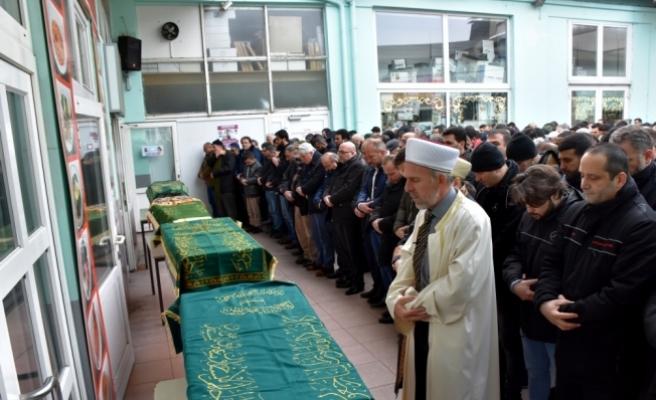 Almanya'da evinde ölü bulunan Türk ailenin cenazeleri Türkiye'ye gönderildi