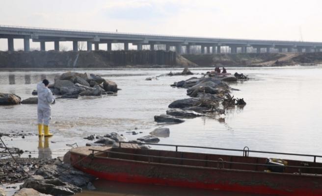 Meriç Nehri'nde kaçakları taşıyan bot battı: 2'si çocuk 3 ceset bulundu