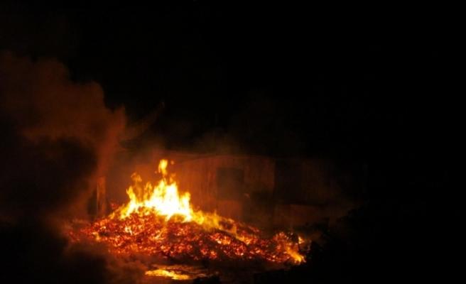 Kocaeli'de palet fabrikasının depolama alanında yangın