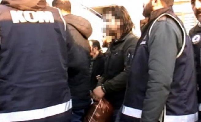 Kaçak kazı ve gasp şüphelisi 1 polis 9 kişi tutuklandı