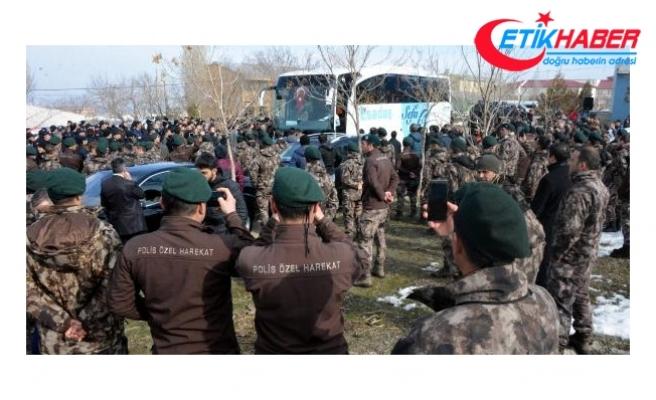 Özel harekat polisleri, dualar ve tekbirlerle uğurlandı
