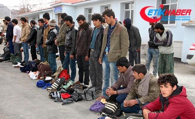 15 kişilik minibüsten 39 kaçak çıktı